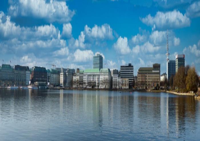 Northern Metropoles - MAGNA veräußert Portfolio - Hamburg - Blick auf die Stadt